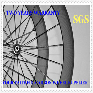 Hot Sale Carbon 60mm Clincher Flat Aero Spokes Wheels with Free Skewers and Brake Pads