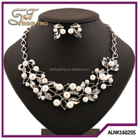 Boutique Clover Jewelry Sets Fashion Imitation Pearl Leaf Necklace Earrings Set