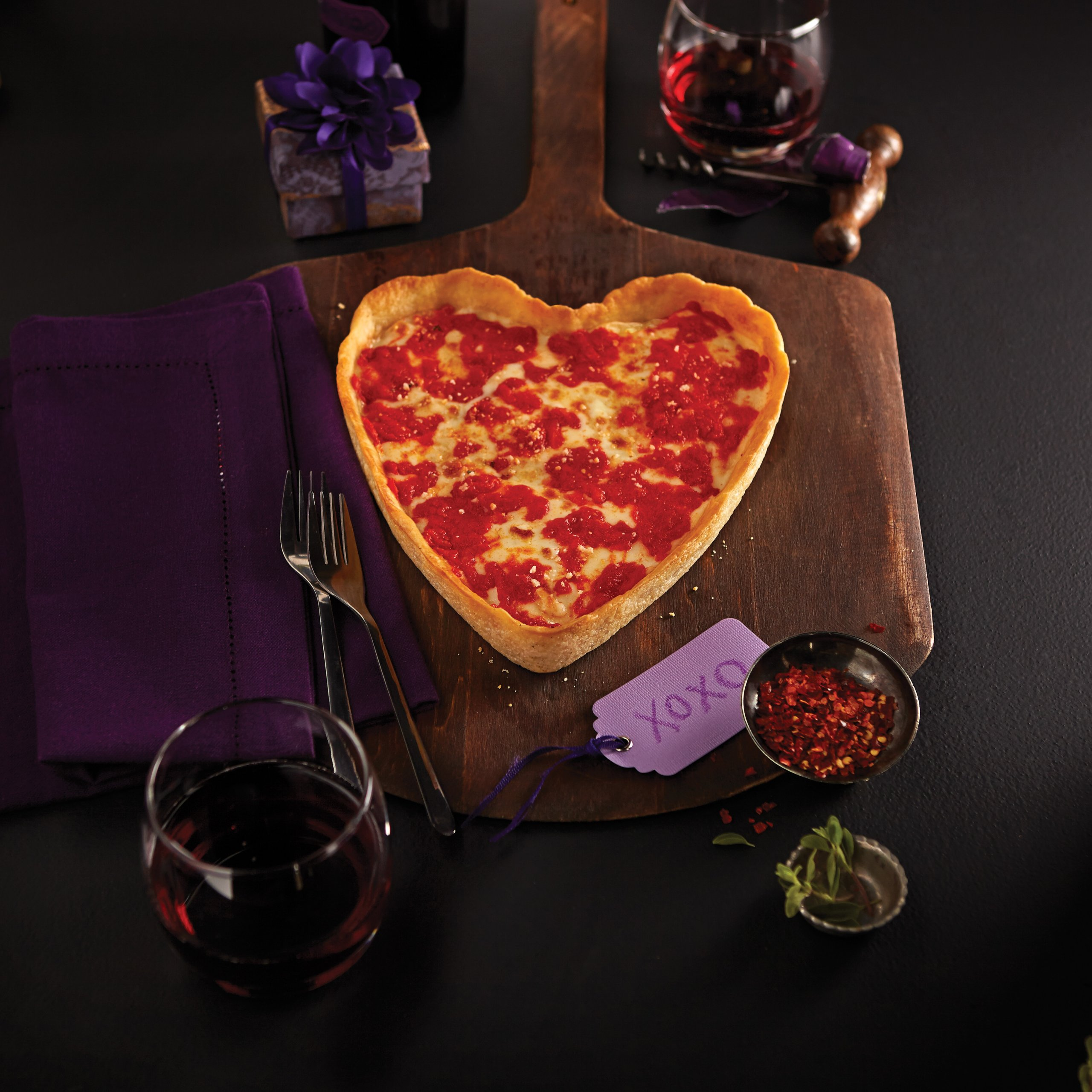 Valentine's Day Heart-shaped Pizza Gift Package (1 heart-shaped Cheese pizza & 1 round Spinach pizza)