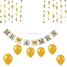 mr and mrs with gold glitter heart banners and balloons and garland kit Wedding party favors High Quality Wedding decorations