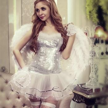 ero-foto-devushek-v-kostyumah-angelov-ruchki-dobivayut