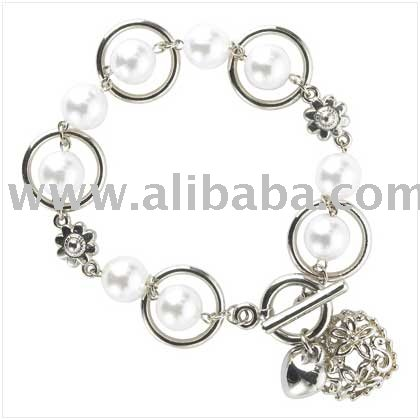 Pearl Bracelet With Heart Charm