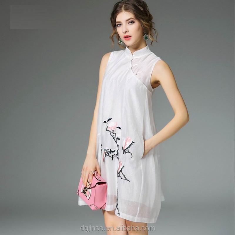a41b5cb1dd0ec التصميم الجديد الصيف الأزياء النمط الصيني شيونغسام تشيباو التطريز البندول  أنيقة الشيفون فساتين عادية للنساء