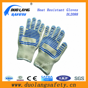 100% cotton lining prevent burns feel safe and confident Heat Resistant Gloves Hot Sale