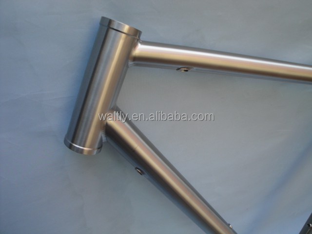 titanium 700C road bike frame with internal cable routing