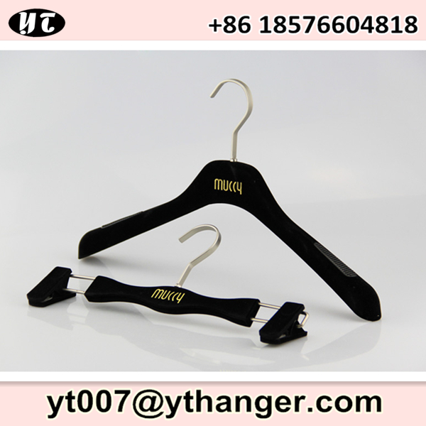 black plastic hanger flocked velvet with logo print for clothes