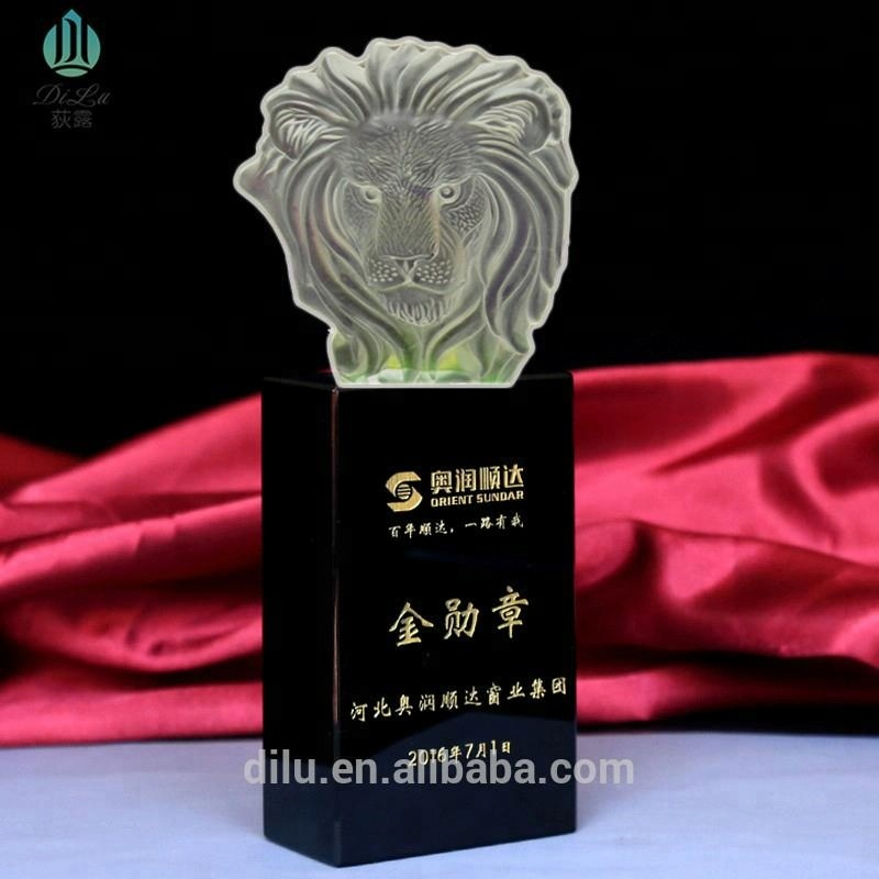 Pujiang Wholesale Custom made in china crystal lion trophy award crystal lion head Crystal Award For Business award gifts