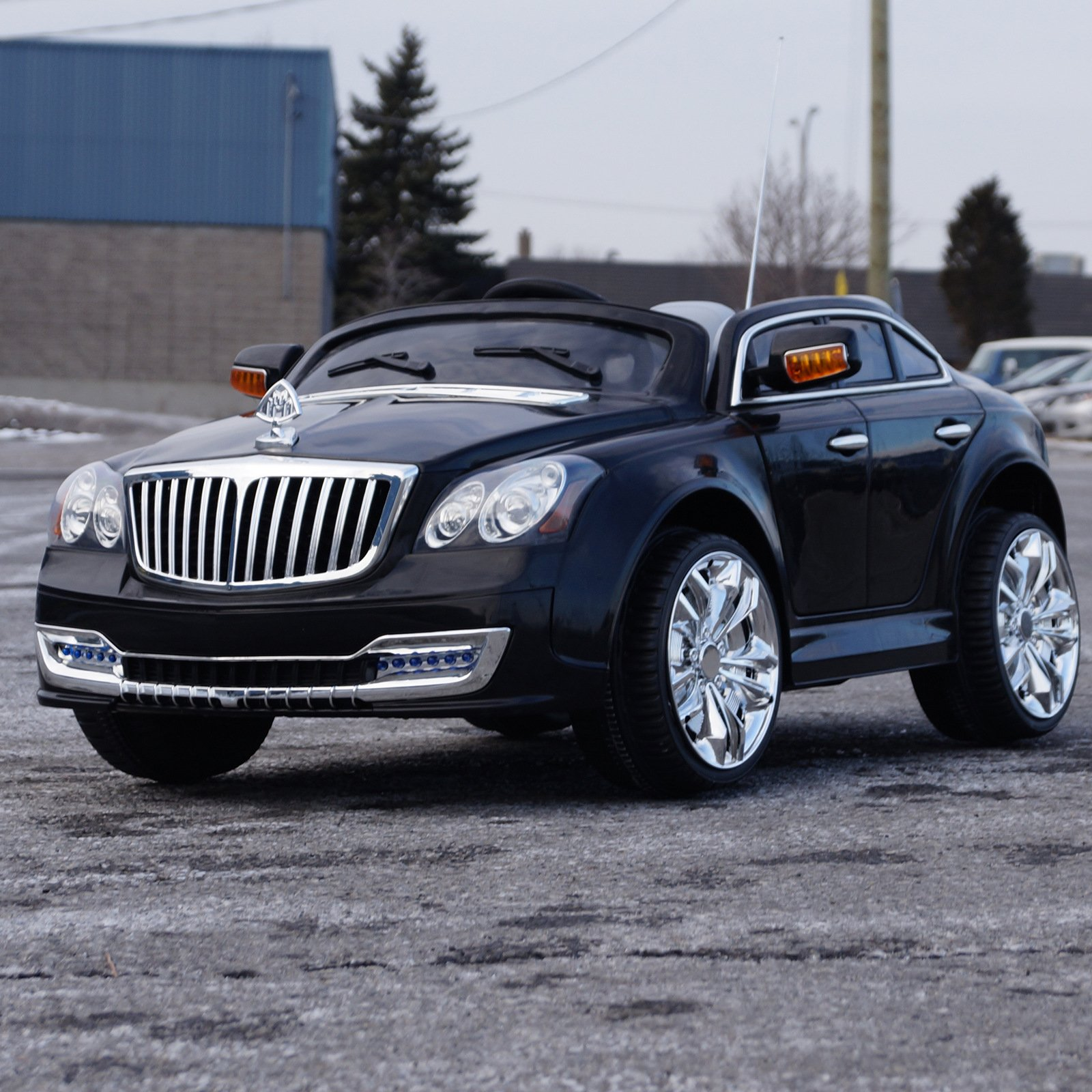 Ride on car MAYBACH style. Two electric motors. MP3. 1 Battery. Electric car with remote control. Maximum speed of 3-5 km/h. Seat belt. Battery powered 12V total. For kids from 2 to 7 years.
