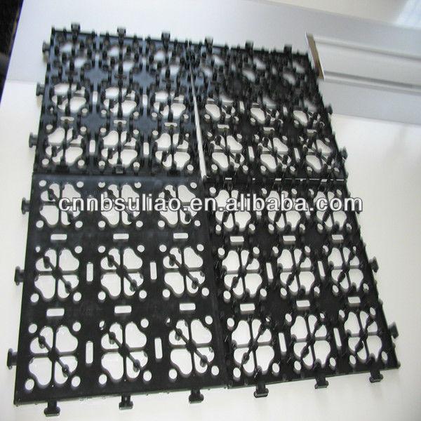 Incastro base di plastica per le mattonelle giardino - Mattonelle in plastica da giardino ...
