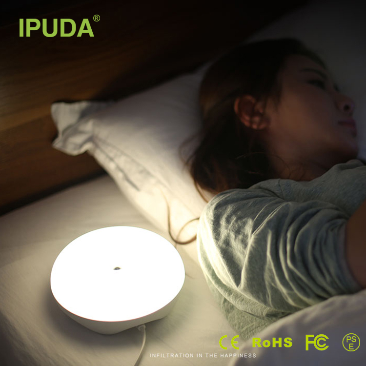 2017 new fashion IPUDA flower table lamp with desk lamp Q7 sleeping lamp