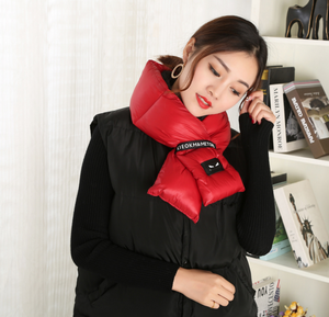 The manufacturer custom-made the Korean version of the fashion letter lady down scarf.