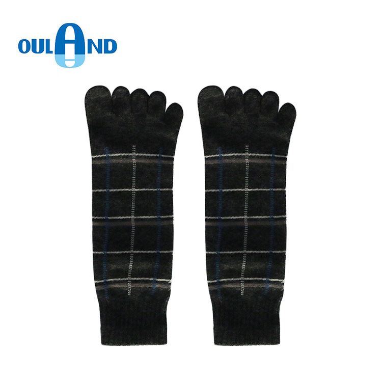 With knitted jacquard five toe ankle terry men's sports socks