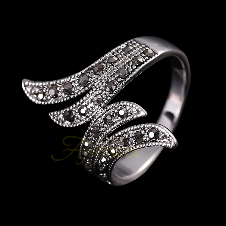 Ajojewel 18K White Gold Plated Retro Black Rhinestone Angel Wings Women Vintage Ring