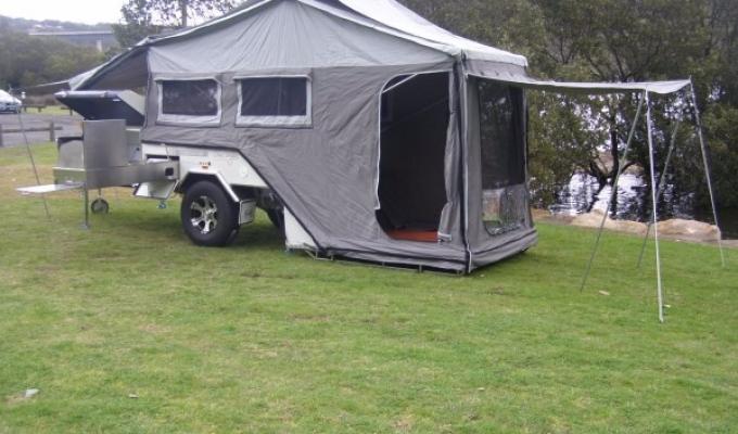 wohnwagen motorrad wohnmobil anh nger mit dachzelt. Black Bedroom Furniture Sets. Home Design Ideas