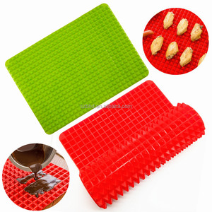 Non Stick Raised Pyramid Shaped Silicone Baking Roasting Mats, Silicone Cooking Baking Mat for Microwave Oven
