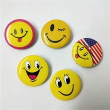 Ronde Lachend gezicht blik badge Ovale Nationale vlag metalen plastic badge broche pin voor tassen jeans uniform