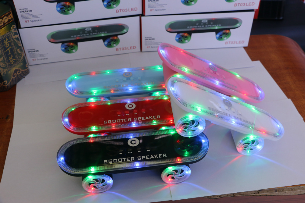 Trends 2018 gadgets speakers bluetooth wireless with Skateboard LED Lights