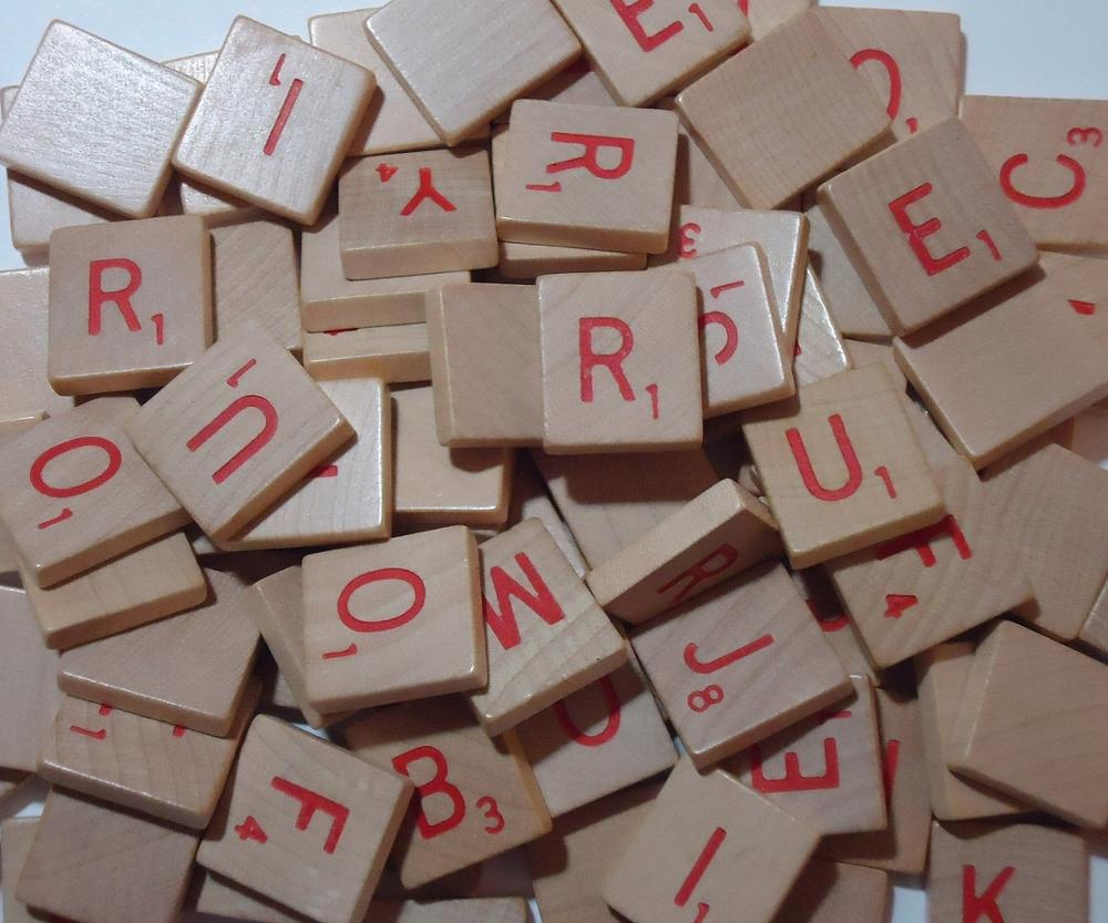 Top quality red letter wooden scrabble tile