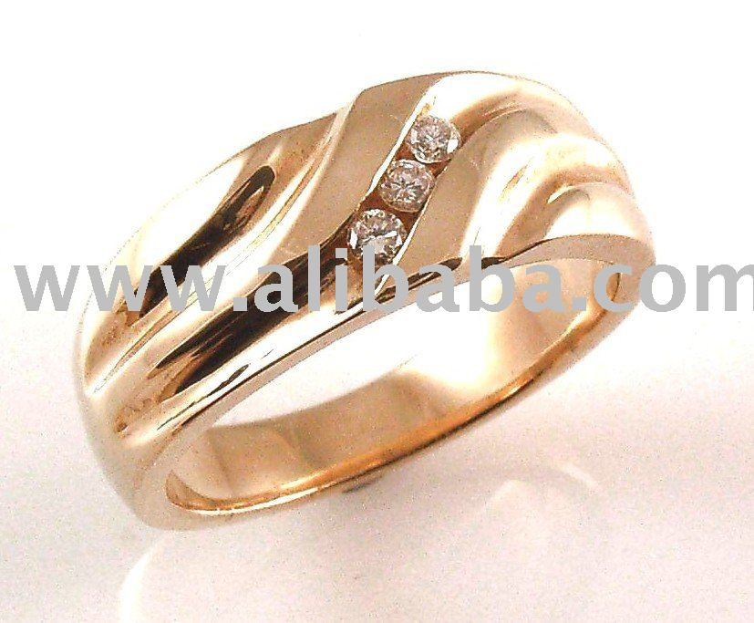 9ct Yellow Gold Gents Ring With 3 Natural Round Brilliant Cut
