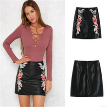 Retro wanita Italia fashion A-line lace up hip dibungkus bodycon slim fit bordir bunga peregangan pendek mini pu kulit rok