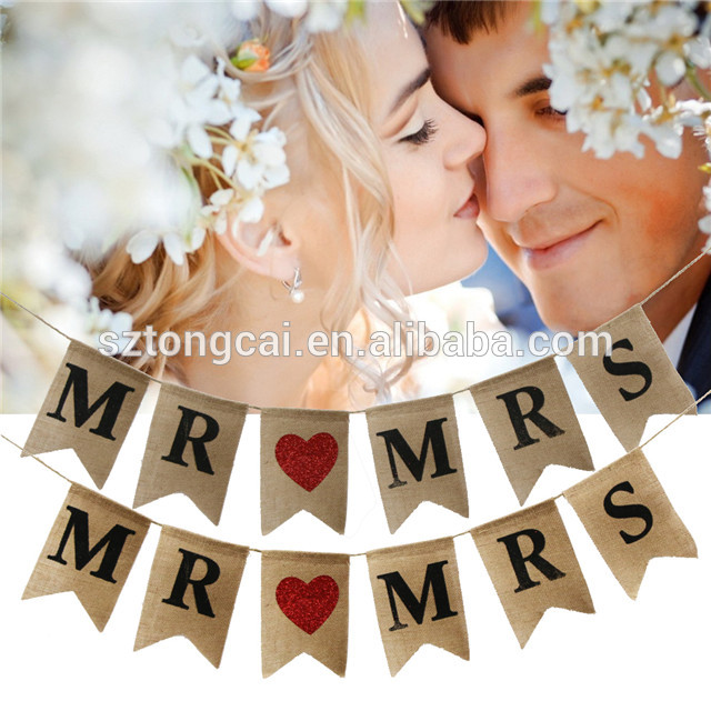 6pcs/lot Dovetail MR MRS Letter Love Heart Triangle Garland Wedding Banner Bunting Flag for Wedding Party Home Decorations