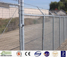 Factory wholesale hot dipped galvanized chain link fence with posts for sports field