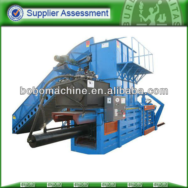 Hydraulic press baler for hays