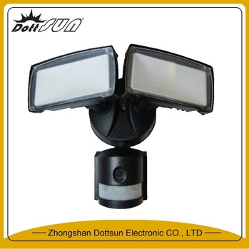 1600 Lm 5000k Nighcher Motion Tracking Motorized Led Flood Light With Color Camera