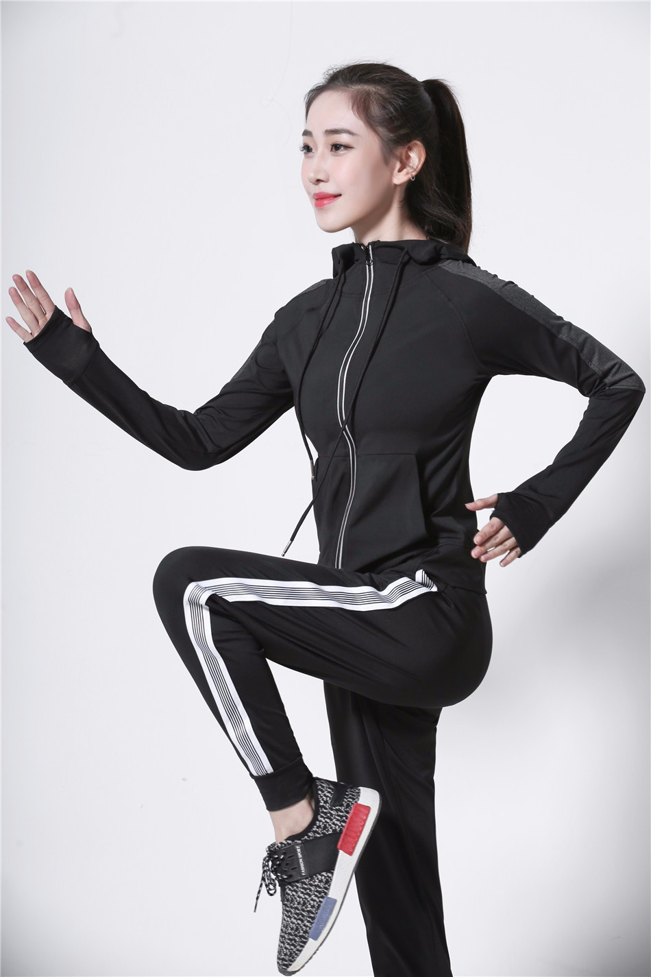 Women's Jackets 2018 New Long Sleeve Running Coat Yoga Gym Fitness Tight Tops Quick-Dry Breathable Sports Jacket Women 12