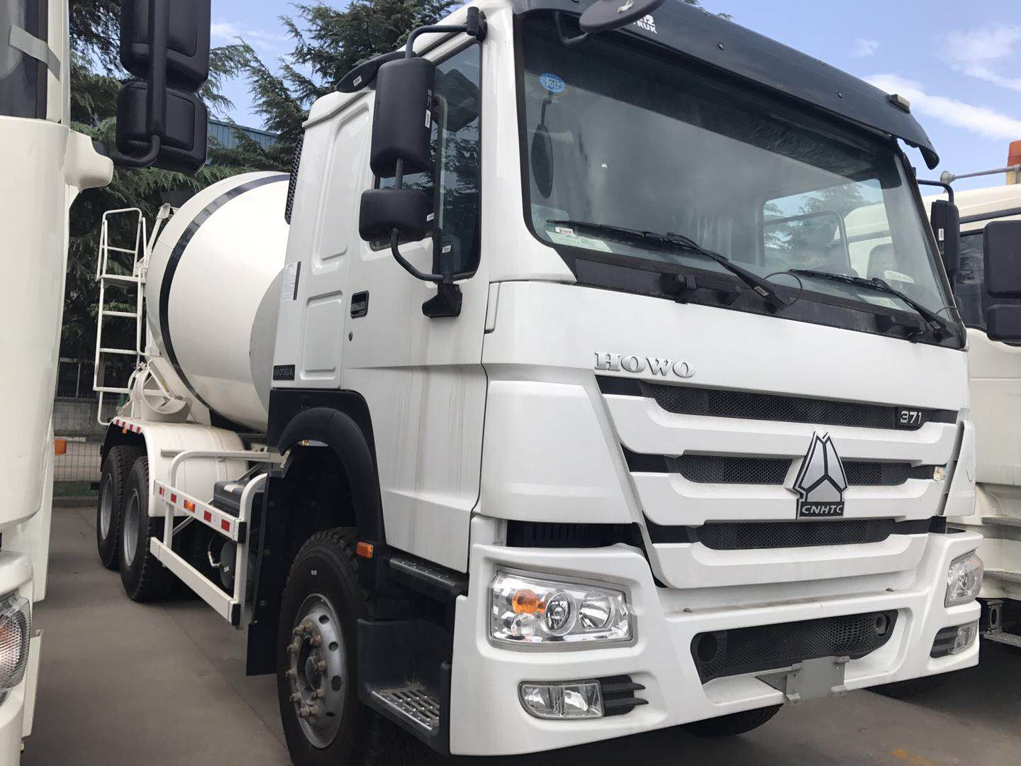 Chassis Model 6*4 concrete truck mixer with good price