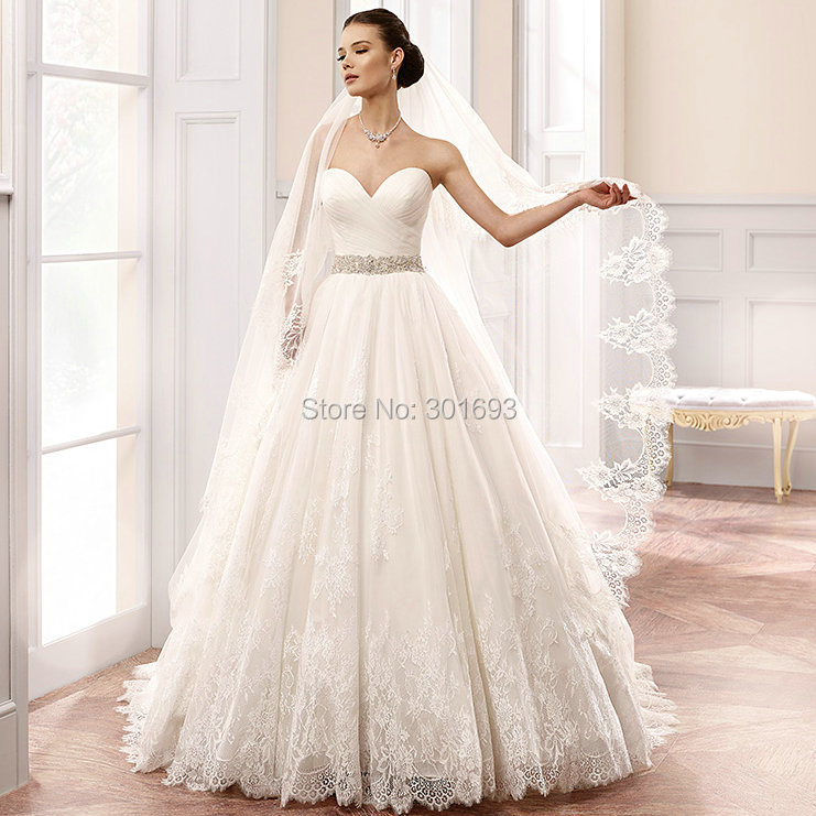 Oumeiya OW109 French Cord Lace Appliques Sweetheart Ball