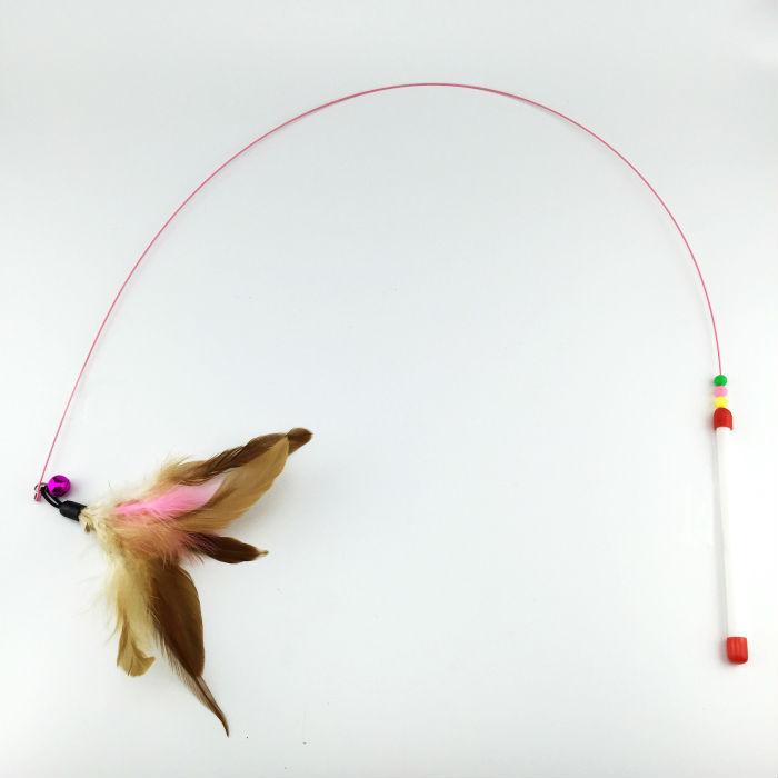 סופר דיל!! הרכש החדש חתול מחמד צעצועים עיצוב חמוד תיל פלדה נוצה טיזר שרביט צעצוע לחתולים מוצרים לחתולים משלוח חינם