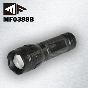 3 Lighting periods red green white flashlight with adjustable zoom focus