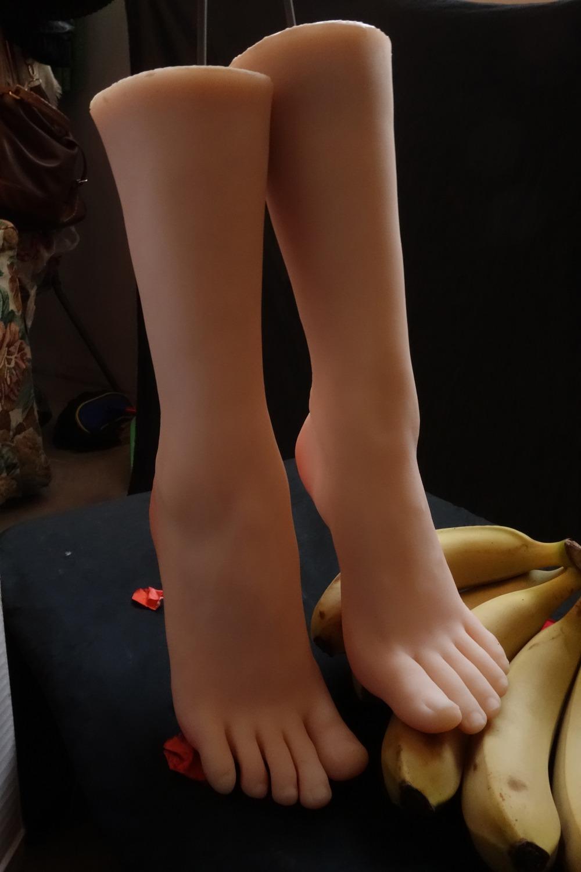 fetish-zhenskie-nogi-video-pozhilaya-baba-zaglativaet-huy-po-samie-glandi