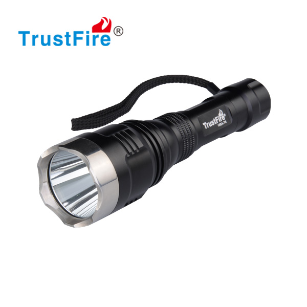 Wholesale 300m long distance daily use led flashlight model 168A-T6 using CREE XML-T6 led and 18650 li ion battery