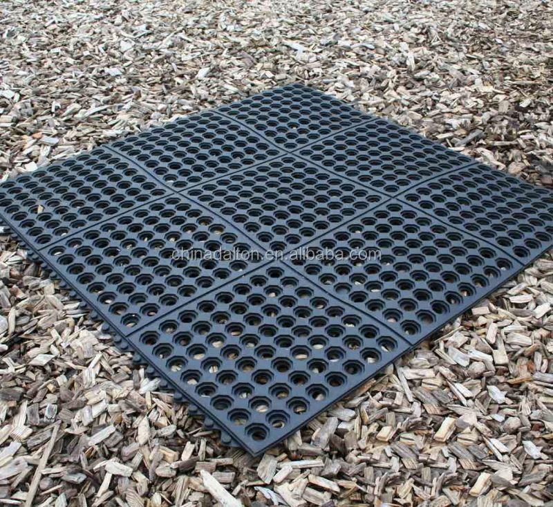 Crecer la hierba de agua drenaje jard n alfombra de goma for Drenaje de jardin