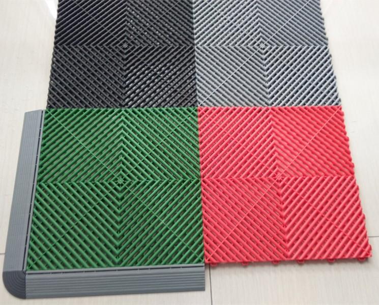 L articolo spiega i vantaggi delle piastrelle per pavimenti del