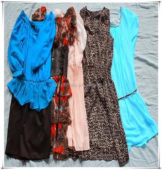 8322fb743c052 Balla di giocattoli usati scarpe sacchetti usato vestiti misti indumenti  usati per la