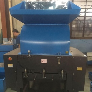 China widely used rubber wheel plastic bottles glass recycling small waste pipe crusher machinery for sale