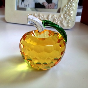 Fancy office decoration gold yellow christmas gift crystal crafts gift crystal glass apple birthday gift