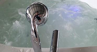 WHIRLPOOL MASSAGE BATHTUB - teetotal - Casa Baths N shower