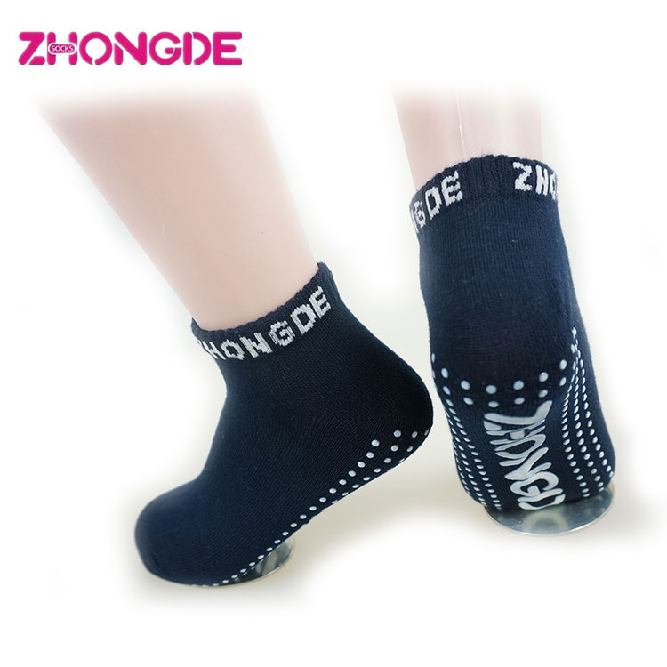 Customized size wholesale cheap oem trampoline grip socks