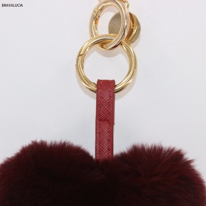 2018 New design lovely Heart shaped Fur pom pom keychain for Car keys wallets ball bag key ring pendant Accessories charm woman