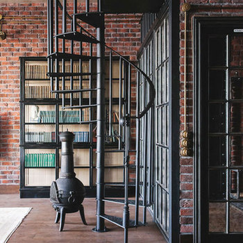 Luxurious Glass Or Cast Iron Spiral Staircase With Stainless Steel Handrail And Post Buy High Quality Luxury Laminate Staircasemetal Spiral
