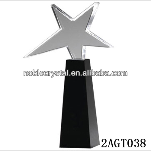 Standing crystal star award on the balck crystal