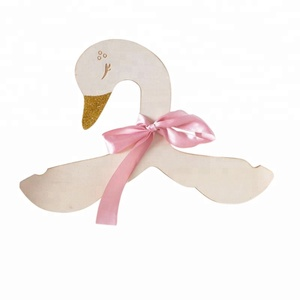 INS Hot Porudct Unique Swan Wood Kids Clothe Hanger Kids Room Hanging Decoration