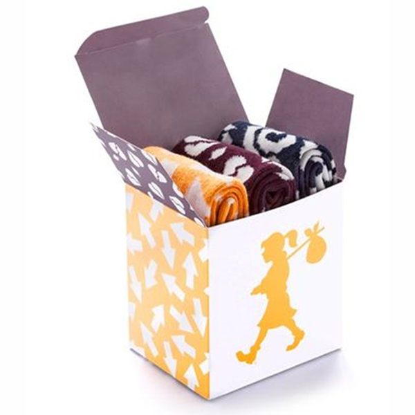 Simple and generous three pairs of socks white packaging paper box