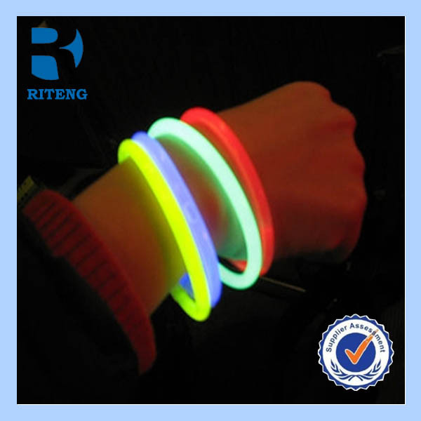 customized neon grow-in-dark rubber silicone wristbands