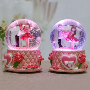 Promotional Gifts Cartoon Resin Wedding Favor Water Globes