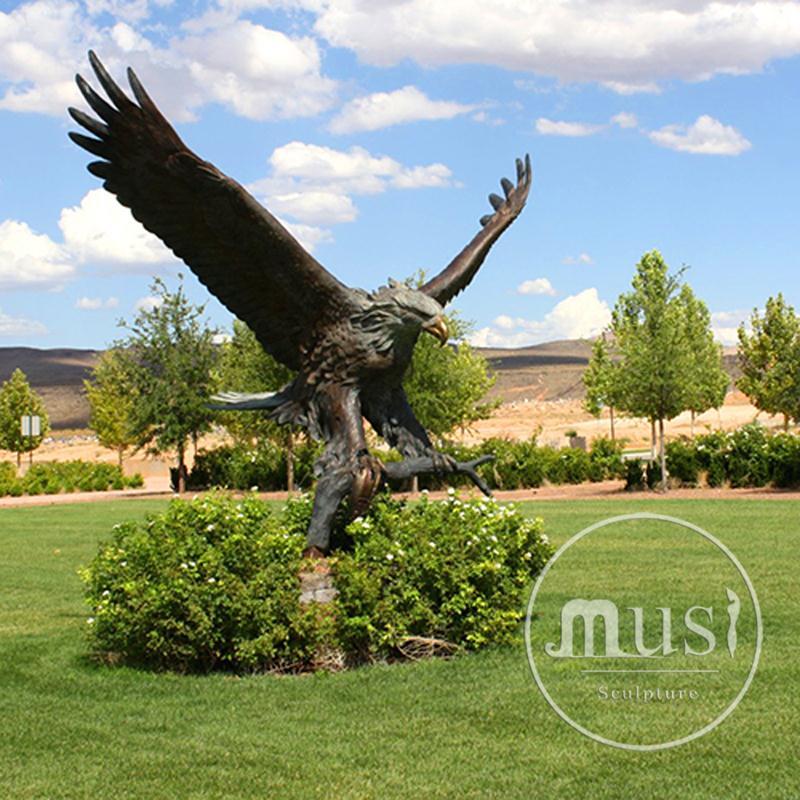 Superior Landscape Garden Decorations Bronze Metal Large Brass Eagle Sculpture